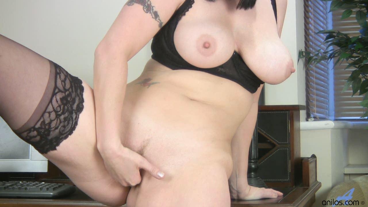 Hot milf boob pics