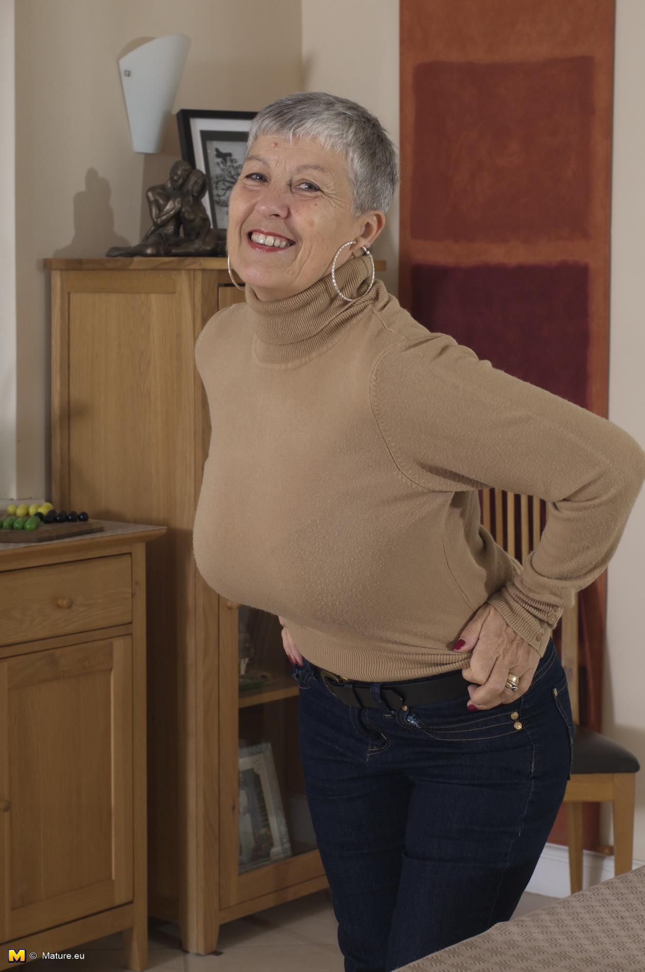 Wife gilf jan blowjob after brunch - 2 7