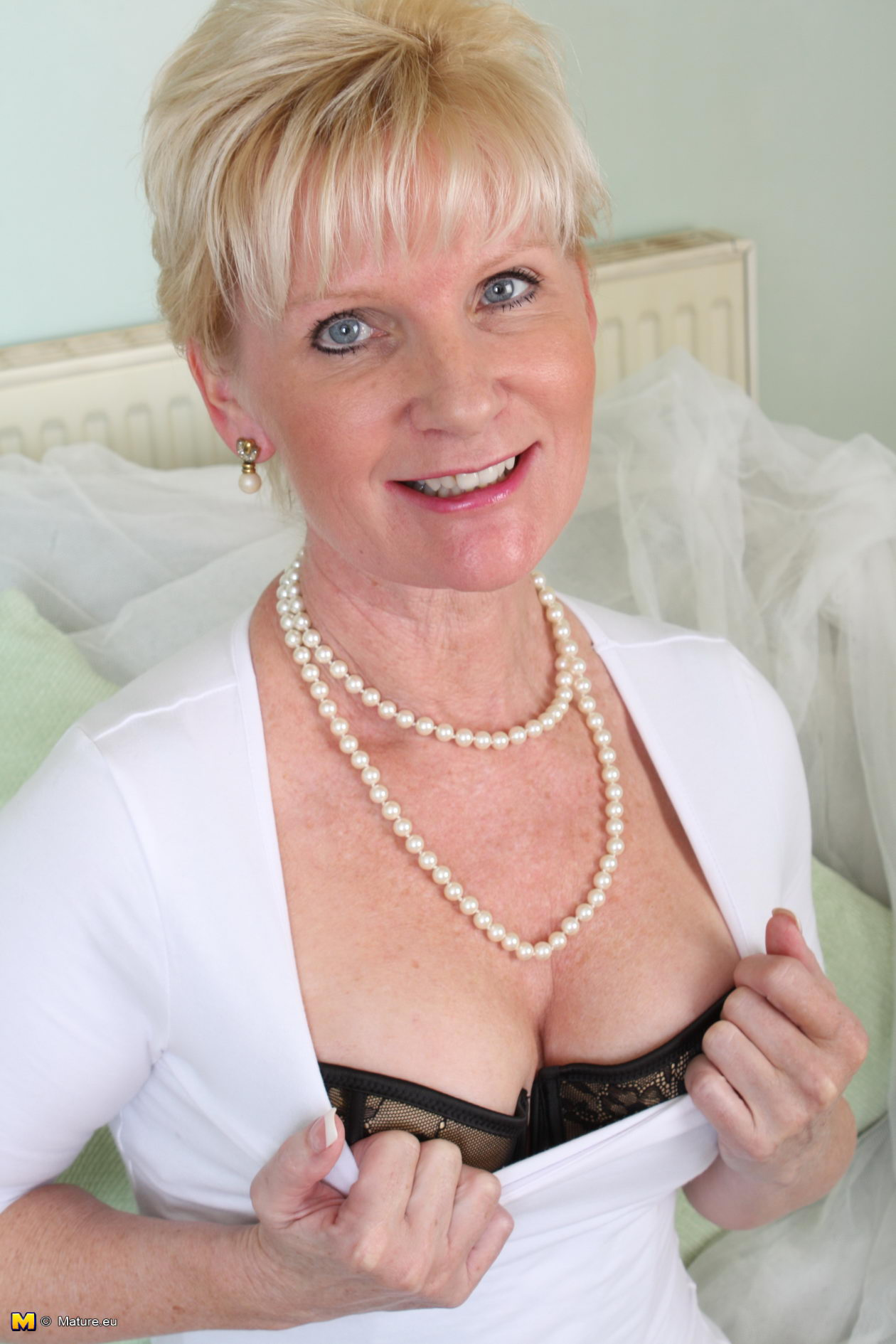 Alessandra ambrosio sexy lingerie