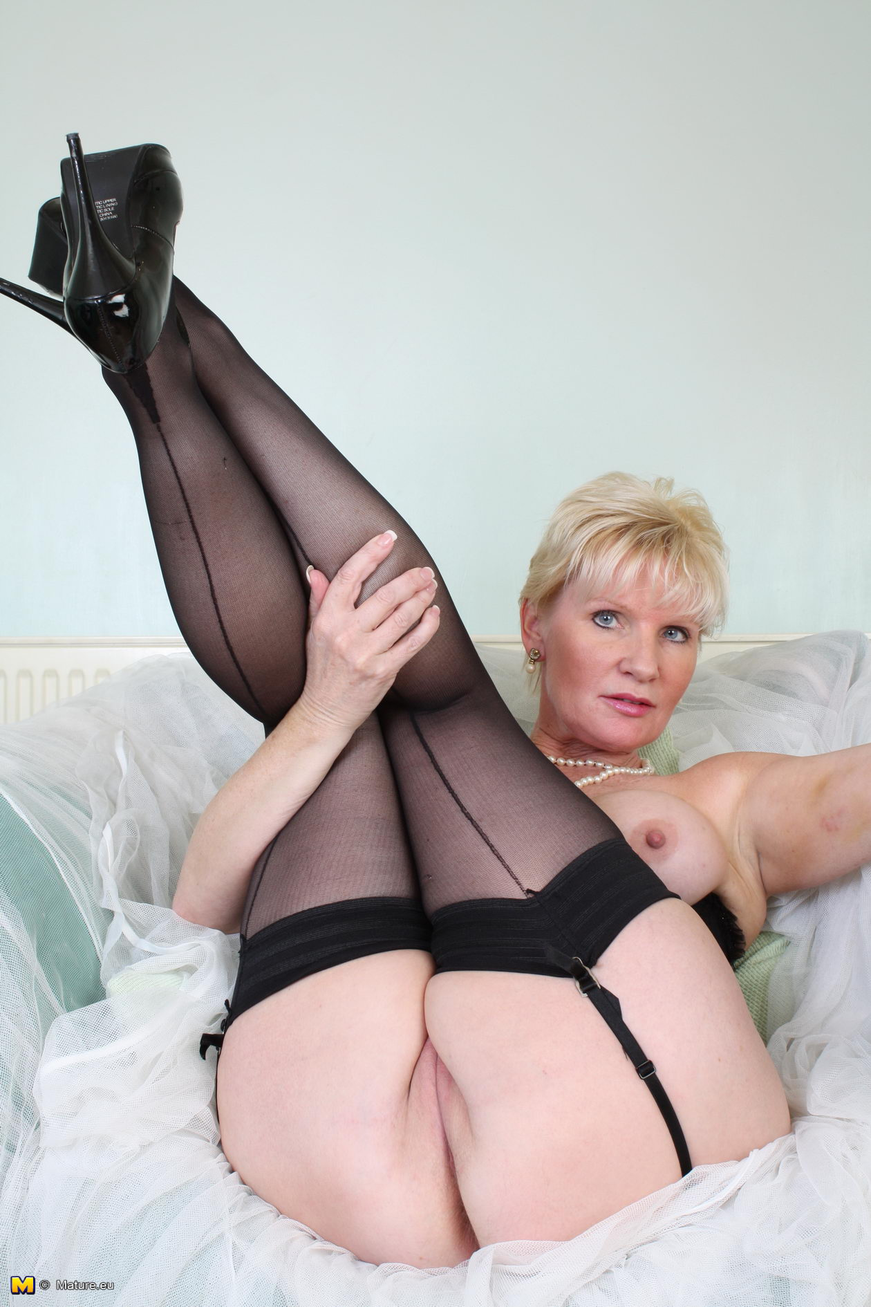British slut hannah in threesome with kate frost 7