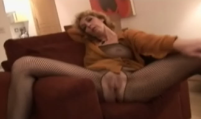 Buy Crissy mature hot babe clips here