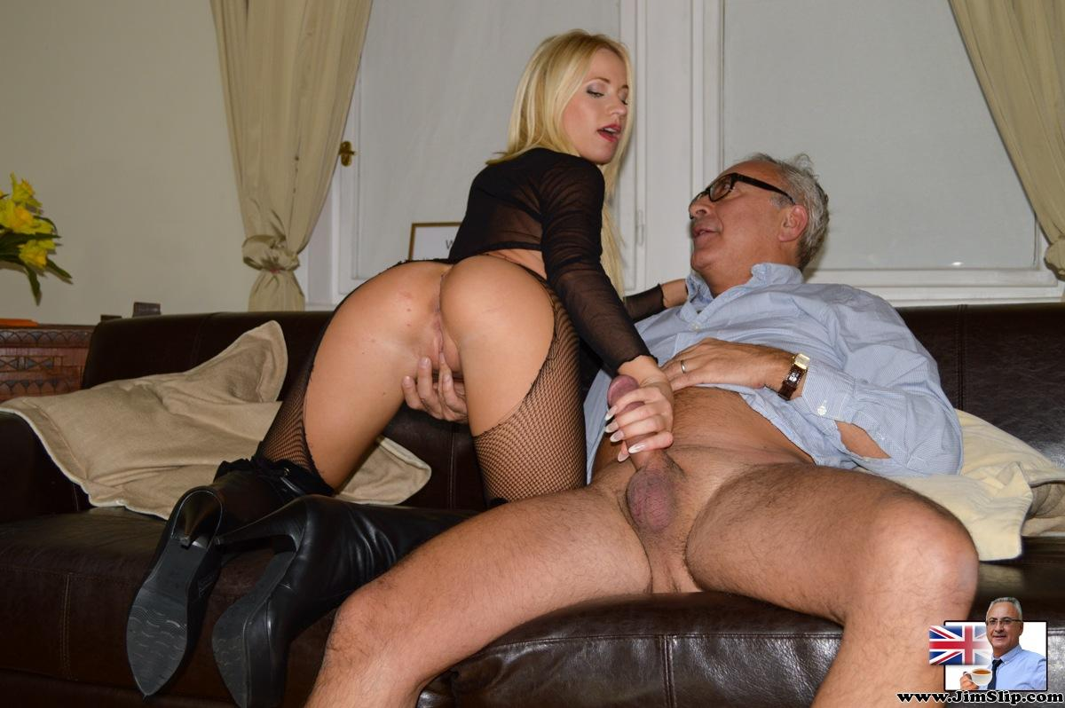 Amateur mature mom spread hairy